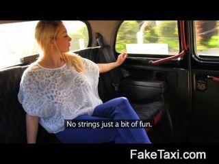 Faketaxi - горячая блондинка с сиськами, чтобы умереть для