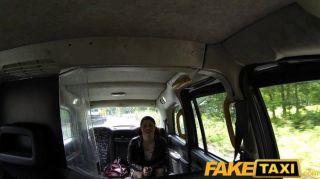 Faketaxi - подруга получает пригвожден такси порно