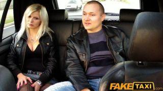 Faketaxi большие сиськи блондинка трахается на заднем сиденье