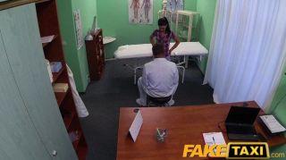 Fakehospital - пациент пользуется массаж медсестра