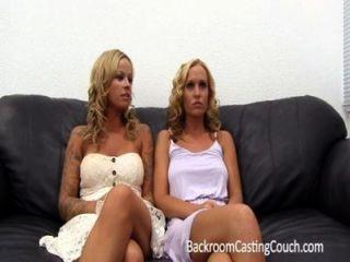 2 горячая блондинка подружки ходить в офисе ...