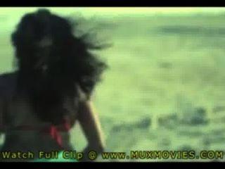 Индийская горячая жена Jina трахал на пляже