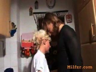 блондинка немецкий мама и сын трахал