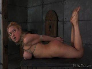 большие сиськи блондинки в веревочной неволи