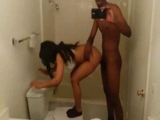 Дези ищет большую задницу добычу чертовски большой черный член в ванной комнате белый Lingerie2