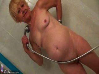 хороший старый бабушка учит милая девушка мастурбирует