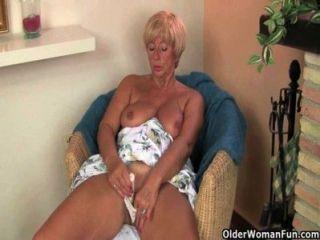 Британские Бабушки хотят, чтобы вы смотреть на них, как они мастурбируют