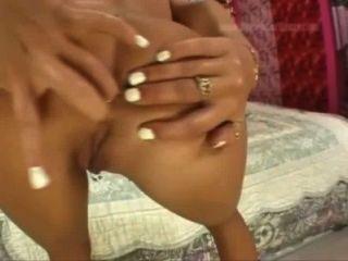 молодая брюнетка молодой первый анальный секс