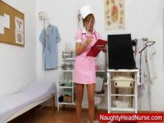блондинка голова практических медсестра мастурбирует ее киска в форму