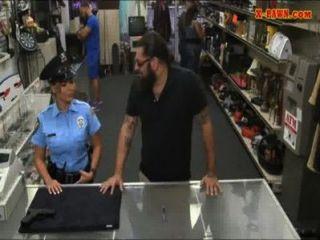 мс сотрудник полиции с большими сиськами получил трахал с пешки человека