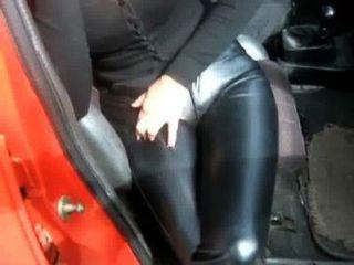 кожаные штаны в машине 2
