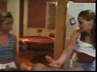 девушка и ее друг трахают своего брата.