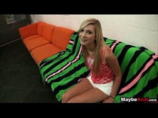 Горячая тощая блондинка получает член в ее заднице Chloe Dixie 2 1