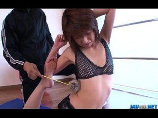 Rei Sasaki трахал ее тренер в тренажерном зале