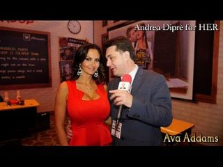 Ava Addams играет с ее сиськами для Andrea Diprè