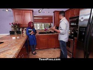 подростковая мусульманская девушка хвалит ах леонга