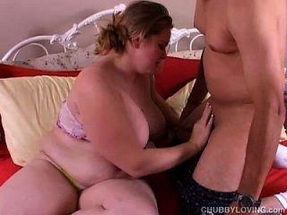 Lona - прекрасная блондинка Bbw с хорошими большими сиськами, которая любит горячий гребаный