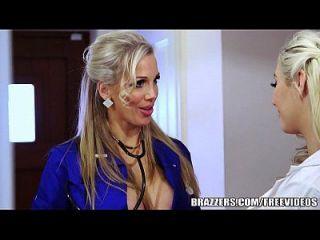 Brazzers Sexy Milf Rebecca Moore принимает большой член