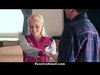 Exxxtrasmall блондинка дочь трахает ее шаг папа за деньги