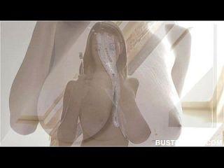 18yo Teen Busty Buffy мастурбирует в ванной