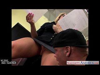 грешная учительница блудница, трахающая своего младшего ученика