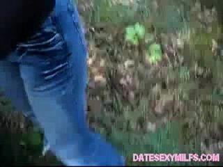 любительский мамаша сосет и трахается на открытом воздухе в автомобиле (dateexymilfs.com)