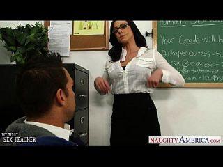 брюнетка учительница Kendra похоть получает Facialized