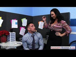 грудь брюнетка Холли запад ездить петух в офисе