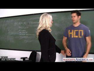 учитель секса Emma Starr принимает член в классе