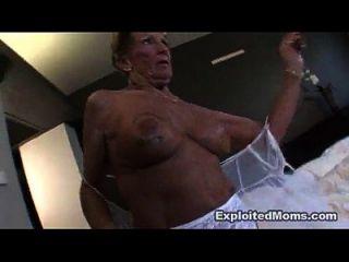 старая бабушка берет большой черный петух в ее задницу анальное межрасовое видео