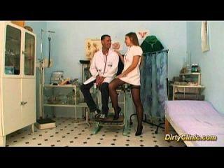 Сексуальная медсестра такая хорошая ублюдка