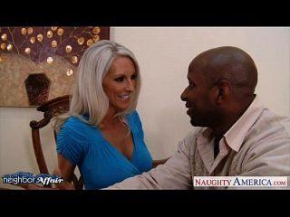 грудастая блондинка Emma Starr взять ближнего петуха