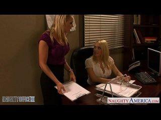 блондинка Kagney Linn Karter и Shawna Lenee Fucking в офисе