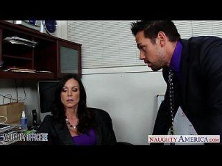 Hottie брюнетка Kendra похоть трахается в офисе