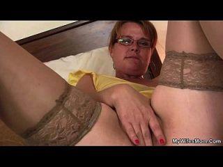 Сын в законе находит грудастую маму, играющую ее роговую киску