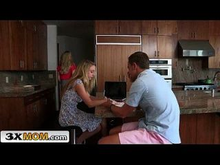 большая синица блондинка Stepmom учит девушку подростка, чтобы взламывать бренди любовь, Тейлор Whyte