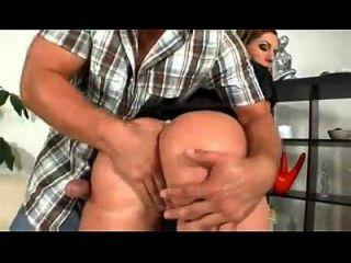 толстая задница белая служанка трахается иранским мужчиной