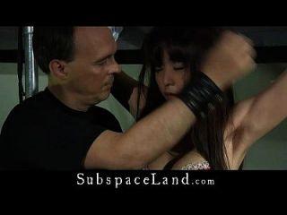 японский молодой девушка жесткая бдсм, больная в чердаке