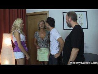 чешская блондинка вовлечена в семейную тройку