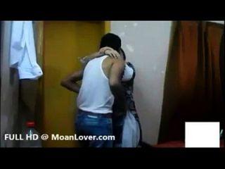 сексуальная индийская пара хардкор поцелуи