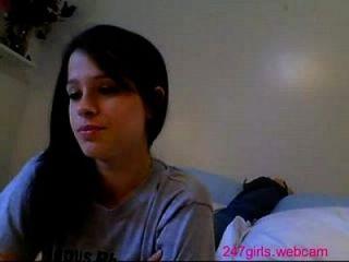 Camgirl в своей спальне 247girls.webcam