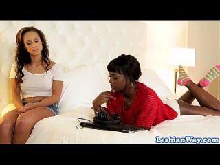 эбеновые сестры исследуют свои лесбийские стороны