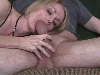 любительская пожилые мамаша минет домашнее лица Sextape