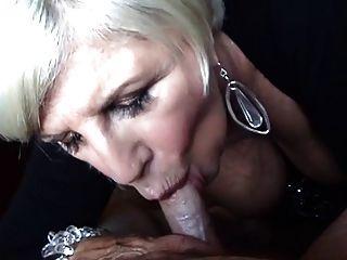 блондинка бабушка минет и облегчение груди