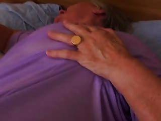 древняя бабулька все еще любит секс