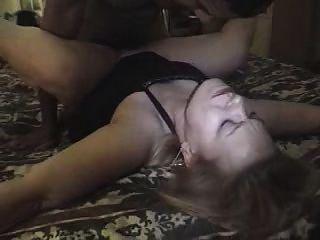 толстушки любительском белой жены челка черный парень в домашней кровати и главной ванной комнате! смотреть прочитать комментарий Оценить!