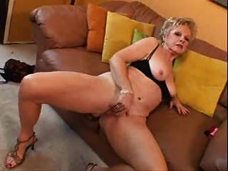 Бабушка с большим клитором