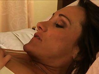 лесбиянки нянь 2 -s3- Michelle лежал & Sara камень