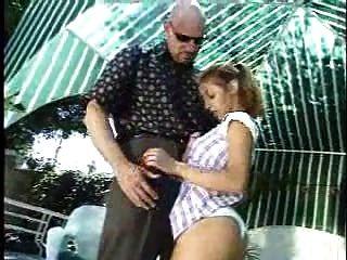 крошечная девушка здесь, чтобы очистить стержень С Pool.full Movie.f70