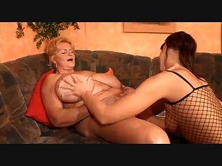 большой грудью лесбиянкой бабка и ее молодая девушка